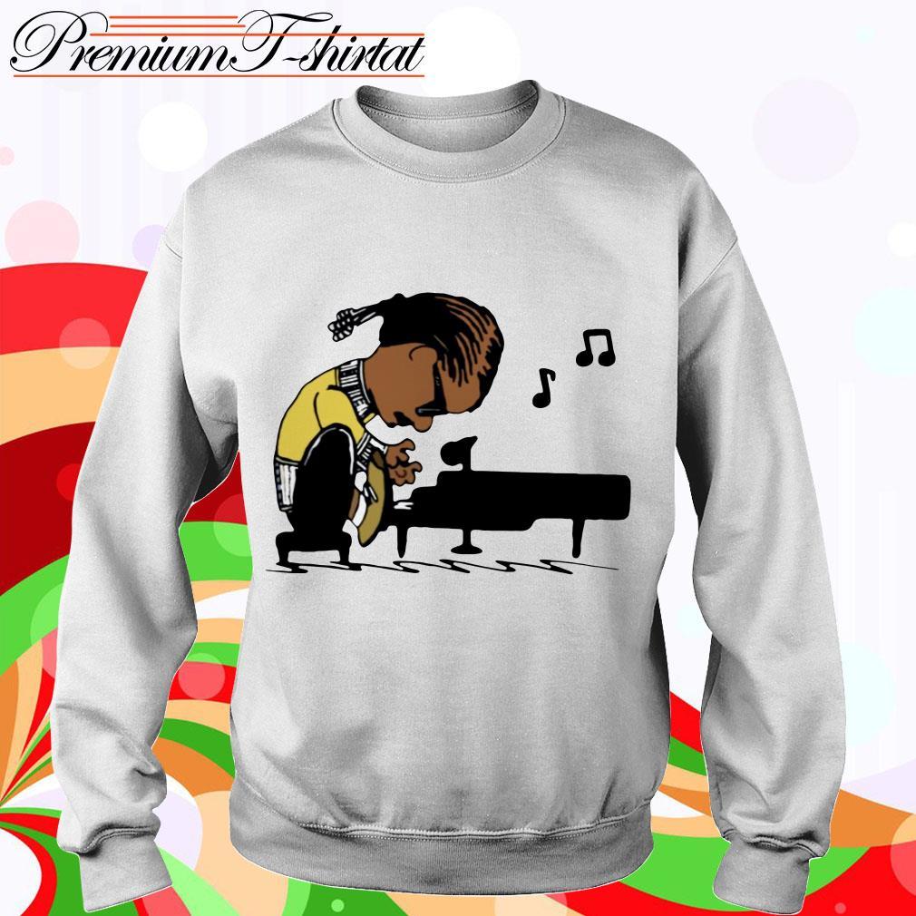 Snoop Dogg playing piano sweater